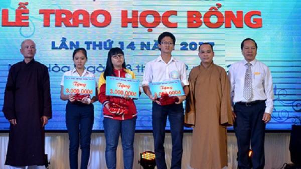 Quỹ học bổng Ninh Hòa: Trao 240 suất học bổng cho học sinh, sinh viên