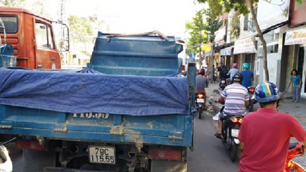Khánh Hòa: Ẩn họa khi ô tô vượt bên phải