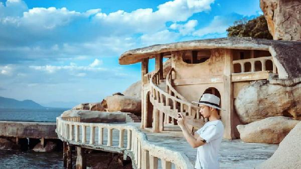 Sống ảo nghìn like tại cây cầu hướng biển chất nhất Nha Trang