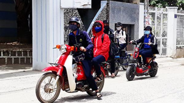 Học sinh đi xe máy: Tiềm ẩn nguy cơ mất an toàn giao thông