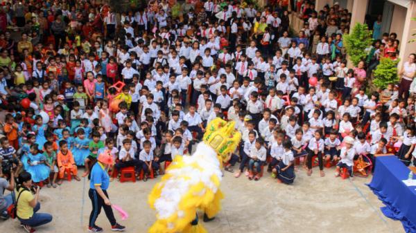 Mang Trung thu đến với trẻ em nghèo vùng núi, hải đảo Khánh Hoà