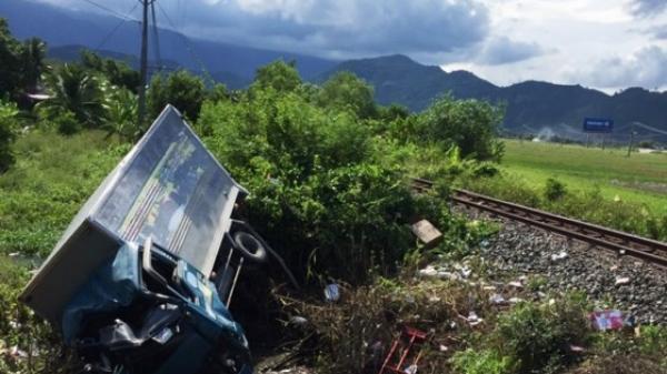 Khánh Hòa: Xe tải va chạm với tàu hỏa, 3 người thương vong
