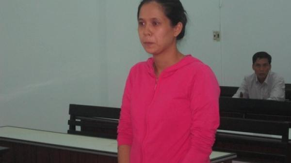 Nha Trang: 2 nữ nhân viên tiệm vàng đi tù vì… tham