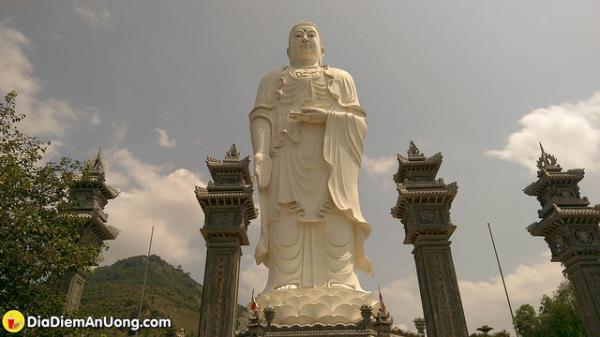 Ngôi chùa ở Nha Trang có tượng Phật A Di Đà lớn nhất Việt Nam- địa điểm vãn cảnh tuyệt đẹp ở ngoại ô thành phố
