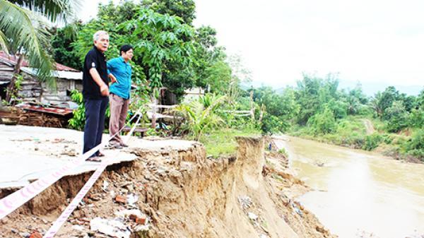 Diên Khánh: Nguy cơ sạt lở bờ sông, suối