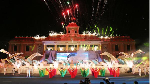 Ngắm pháo hoa, uống bia miễn phí tại Festival Biển Nha Trang 2017