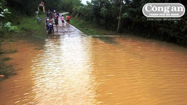 Từ TT-Huế đến Ninh Thuận và Tây Nguyên chủ động ứng phó với mưa lũ: Lũ khẩn cấp ở Phú Yên và Khánh Hòa