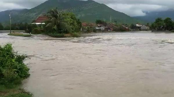 Hơn 110 căn nhà ở Vạn Ninh bị ngập lụt