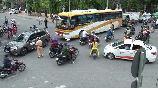 Nha Trang ra quân lập lại trật tự an toàn giao thông và mỹ quan đô thị