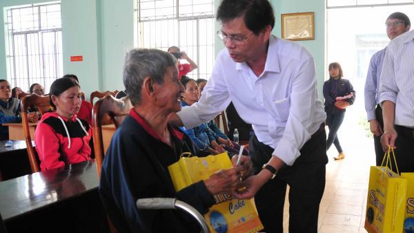 Trao 108 triệu đồng hỗ trợ người dân thị xã Ninh Hoà