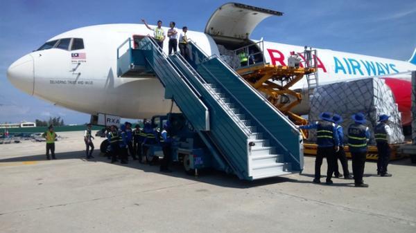 40 tấn hàng hỗ trợ khắc phục lụt bão từ Hiệp hội ASEAN đến Cam Ranh