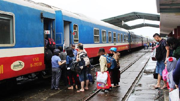 Dịp lễ 30/4 và 1/5: Tăng nhiều đoàn tàu đi Nha Trang, Quy Nhơn