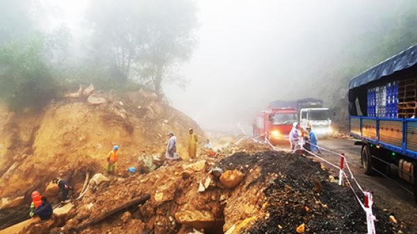 Nỗ lực tìm kiếm nạn nhân bị lũ cuốn trên đèo Khánh Lê