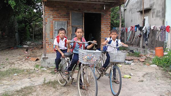Ước mơ của ba cháu nhỏ mồ côi tại một làng quê  ở Khánh Hòa