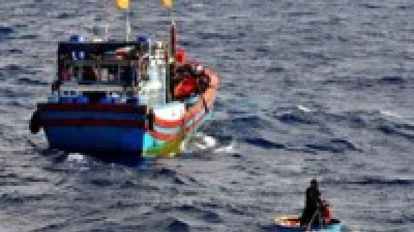 Một ngư dân trên tàu ca Khánh Hòa bị tàu lạ bắn trọng thương trên biển