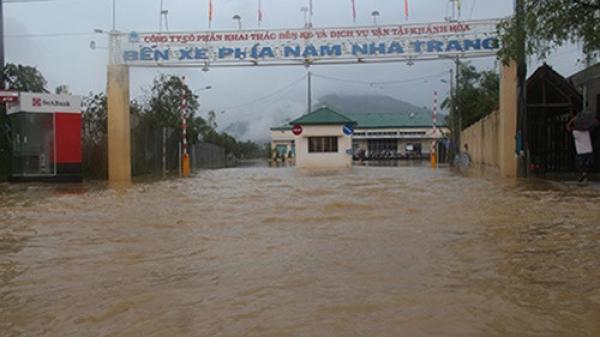 Nha Trang chìm trong biển nước vì hồ thủy điện xả lũ