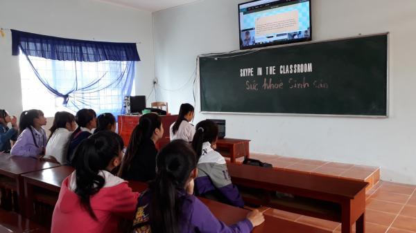 Kiên Giang: Thầy giáo nối học trò nghèo với thế giới bằng webcam
