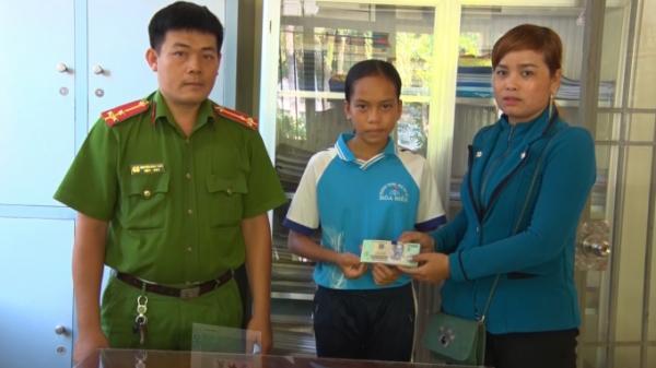 Kiên Giang: Học sinh lớp 7 nhặt được 37 triệu đồng trả lại người đánh rơi