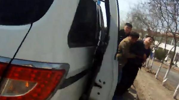 Gây tai nạn rồi bỏ chạy, khi bị bắt tài xế mới biết đã đâm trúng vợ và con trai