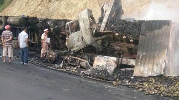 T AI NẠN KINH HOÀNG: Hai xe đầu kéo va chạm trên đèo, 3 người chết c háy