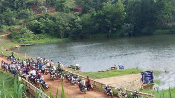 Cứu bạn trượt chân xuống hồ, 4 học sinh THCS t.ử vong