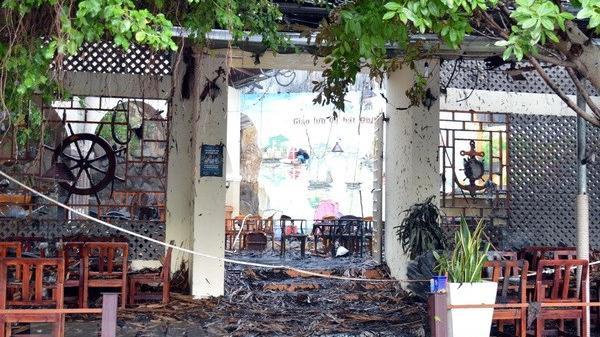 Miền Tây:  Cháy quán cà phê dữ dội, nhiều người chạy tán loạn