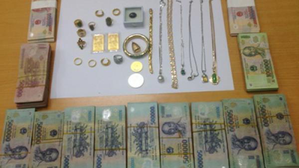 Thai phụ quê Kiên Giang lừa hàng chục tỷ đồng và 350 cây vàng của 2 chị em ruột