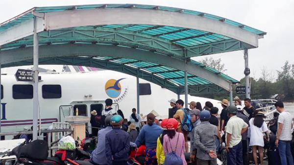 Kiên Giang: Hàng nghìn người rời Phú Quốc sau 4 ngày kẹt trên đảo