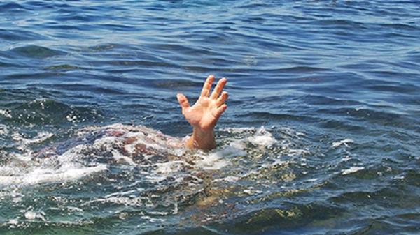 """Miền Tây: Điều tra vụ một ngư phủ chết bất thường sau khi bị bạn tàu """"ép"""" tắm biển"""