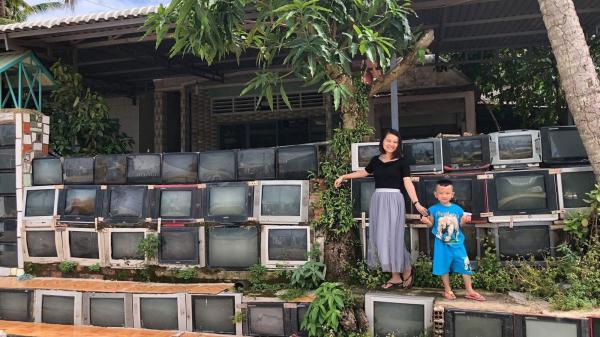 Báo nước ngoài đưa tin khen ngợi sự độc đáo của căn nhà có tường rào làm từ tivi tại Việt Nam
