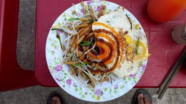 Ai ơi, nếu về Kiên Giang phải đến Hà Tiên thưởng thức món bánh lọt xào vô cùng độc đáo này nhé!
