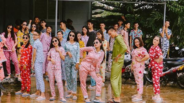 Bạn trẻ Kiên Giang mặc đồ ngủ tắc kè hoa chụp ảnh kỷ yếu gây sốt MXH