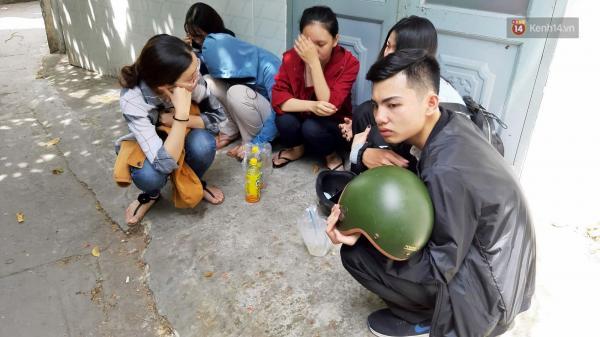 Bạn bè bàng hoàng, khóc thương nữ sinh viên nghi bị bạn trai s át h ại trong phòng trọ ở Sài Gòn