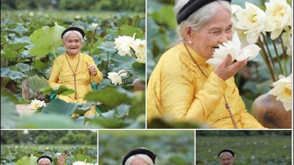Biểu cảm dễ thương của cụ bà 90 tuổi quê Hà Nam bên hồ sen khiến ai cũng trầm trồ