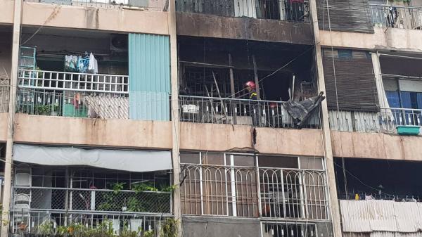 Cháy lớn ký túc xá Trường Cao đẳng ở Sài Gòn, hàng chục người mắc kẹt kêu cứu