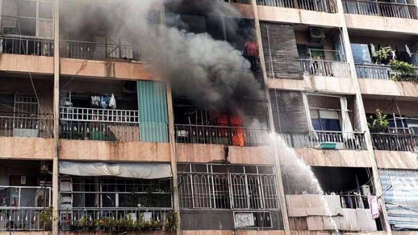 Video giải cứu người mắc kẹt trong đám cháy ký túc xá ở Sài Gòn