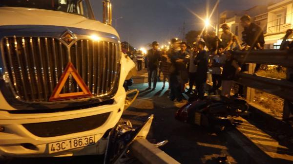 Đà Nẵng: Container mất lái tông cả gia đình đi ăn cưới về, bé trai 4 tuổi t ử vong thương tâm