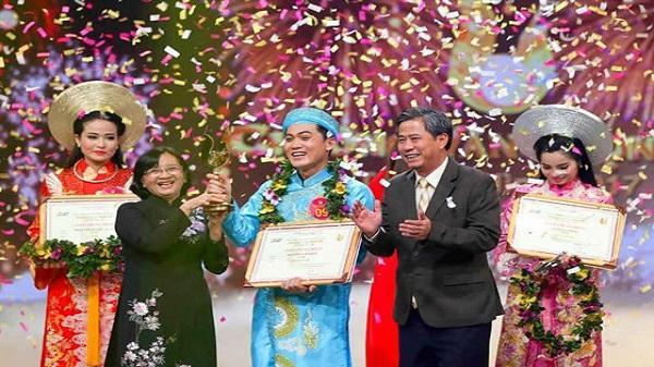 Chàng trai Kiên Giang xuất sắc giành giải Chuông vàng vọng cổ 2017