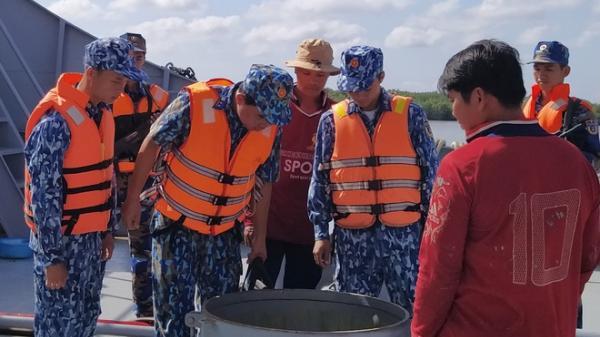 Kiên Giang: Cảnh sát biển b.ắt tàu chở 100.000 lít dầu l.ậ.u