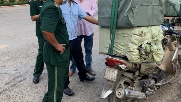 Kiên Giang: Xuất l.ậu khẩu trang lại khai báo khai báo là mỳ tôm