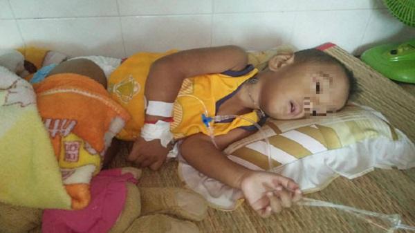 Hà Tiên (Kiên Giang) : Con ung thư gan quằn quại, cha mẹ khóc ròng vì tái nghèo