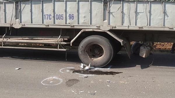 TP. Kon Tum: Vượt xe ô tô tải, một thanh niên tử vong tại chỗ