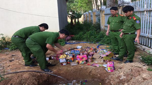 Kon Tum:  Công an tiêu hủy 128kg pháo hoa nhập lậu