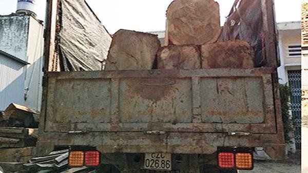 Đăk Tô: Tạm giữ xe tải vận chuyển gỗ trái phép