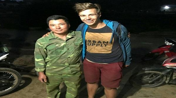 Thanh niên Kon Tum nhặt được của rơi trả lại cho khách nước ngoài