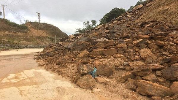 Kon Tum: Sạt lở nghiêm trọng trên tuyến đường lên xứ sâm Ngọc Linh