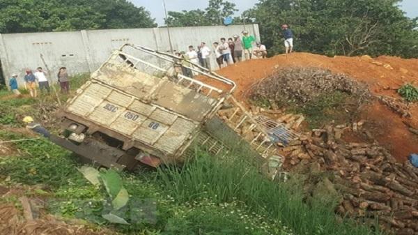 Xe tải hướng Đắk Nông - TP. Hồ Chí Minh lao xuống vực khiến 2 người tử vong