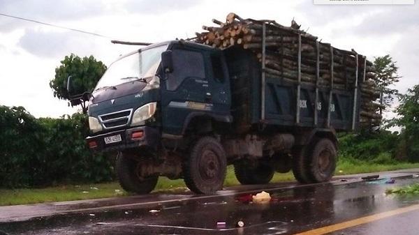 Kon Tum: Hai vợ chồng tử vong sau va chạm với xe tải
