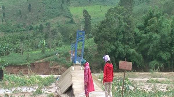 Kon Tum : Cầu treo vừa đưa vào sử dụng đã bị sập mố trụ cầu