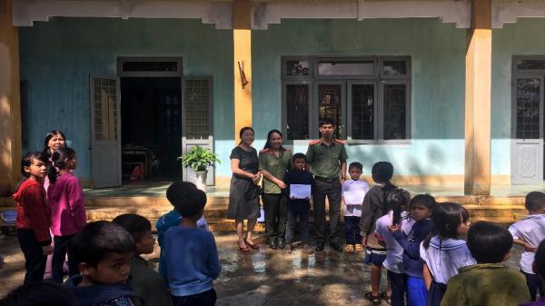 Kon Tum: Trao tặng học bổng cho học sinh nghèo vượt khó